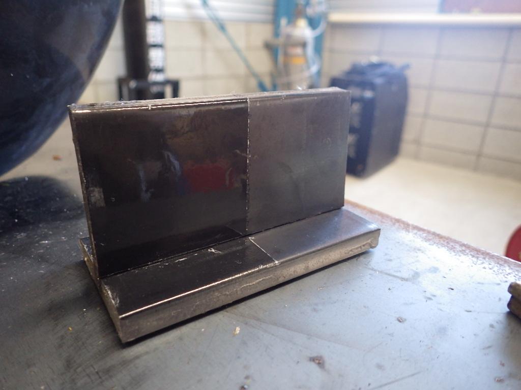 半自動溶接した際のスパッタが付かない方法
