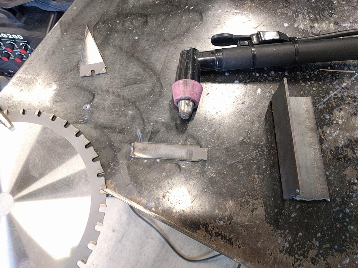 プラズマで切断した丸鋸の刃