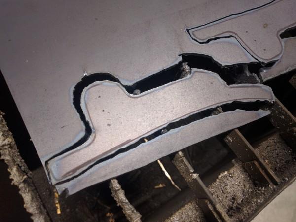 プラズマ切断した鉄板