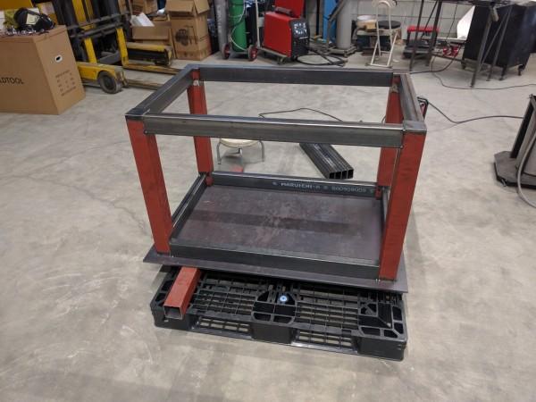 点付けで仮固定した作業台