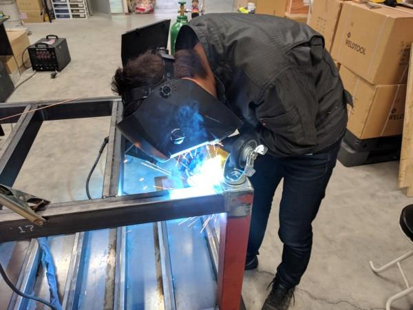 作業台の溶接