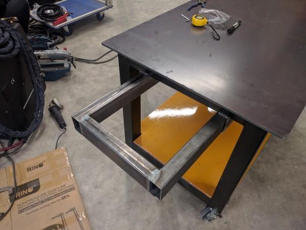スライド式のバンドソー収納スペース