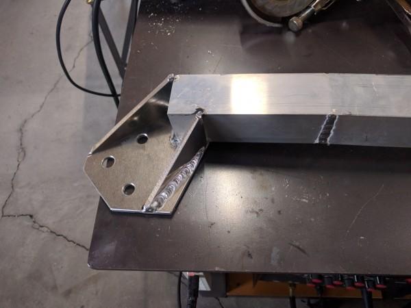 アルミ板とアルミ角パイプをTIG溶接