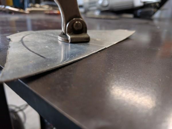 薄板溶接前の平行具合の確認