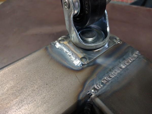 車輪を角パイプにTIG溶接