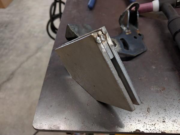 仮溶接したステンレス板