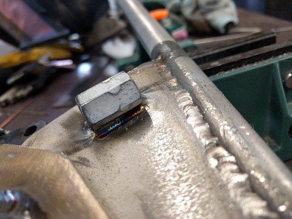 ナットをステンレス板にTIG溶接