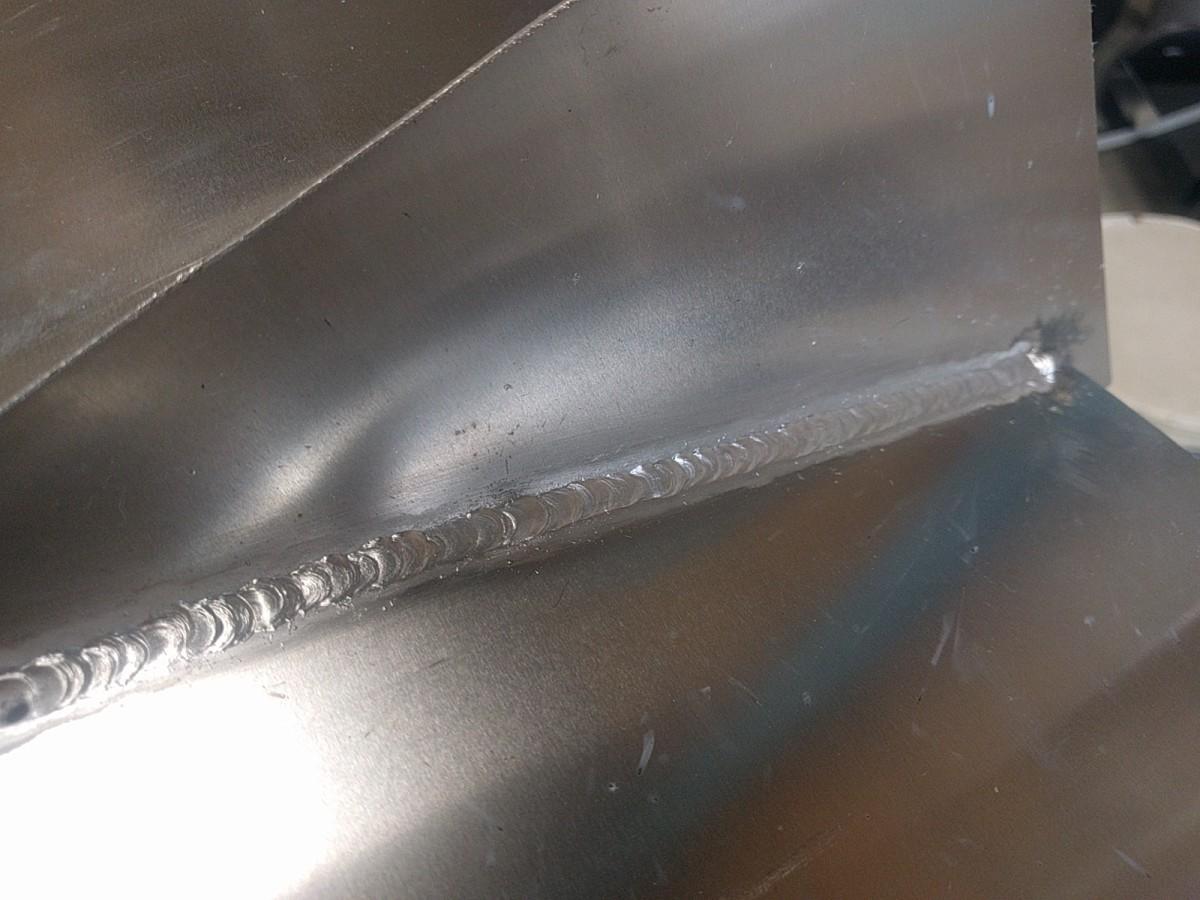 アルミ板のパルスミグ(半自動)溶接