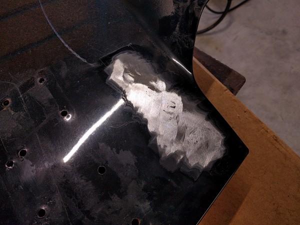 溶接した部分を研磨
