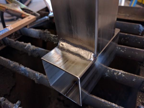 ステンレスワイヤーを使ったステンレス角パイプの隅肉溶接