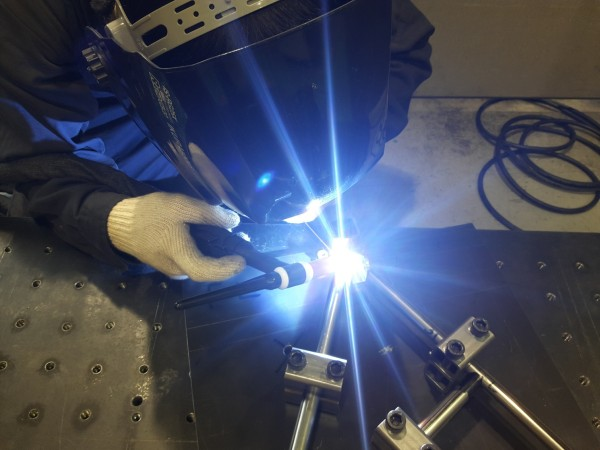 軟鋼のパイプをTIG溶接