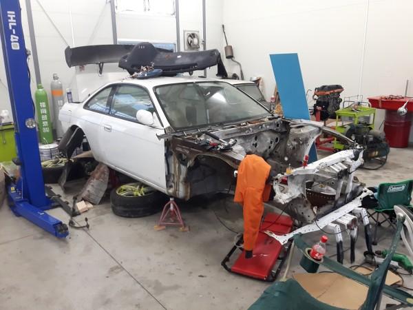解体された車