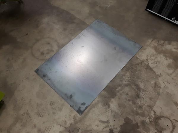切断された鉄板