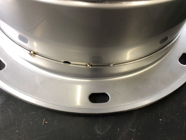 ステンレス1.0mmの煙突をマイクロTIGで仮付け